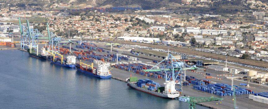 Bateau dans le port de Marseille