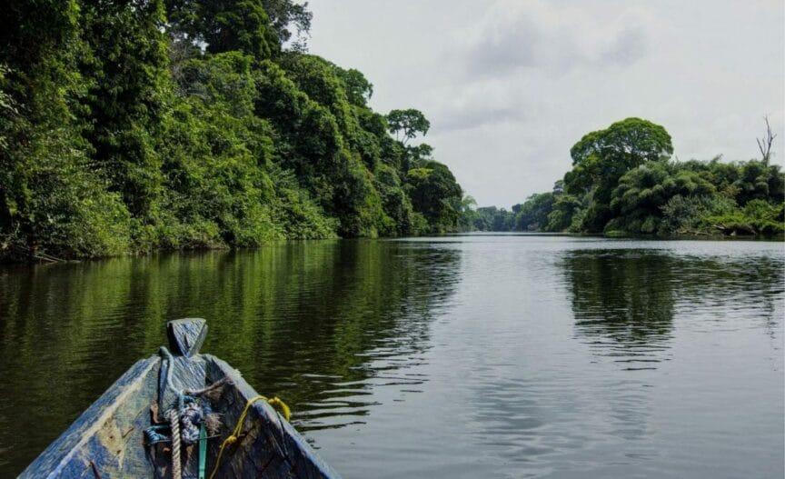 Bateau sur l'eau au Cameroun