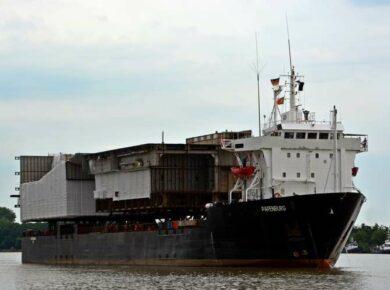 Navire prêt à partir du port de Guadeloupe