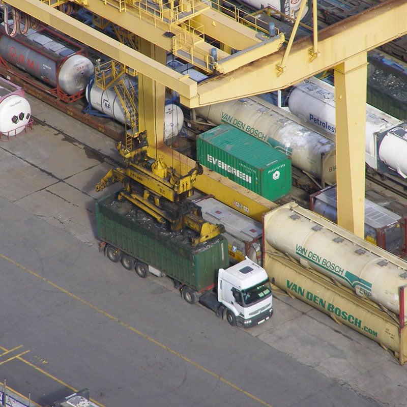 Manutention d'un conteneur sur un camion