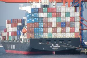 bateau chargé de groupage maritime pour la réunion